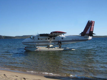 The float plane landing on Point Lake