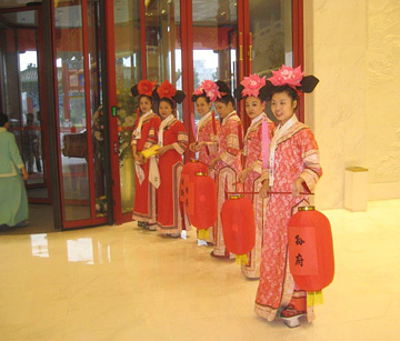 Greeting at the Chinese Royal Gourmet Museum